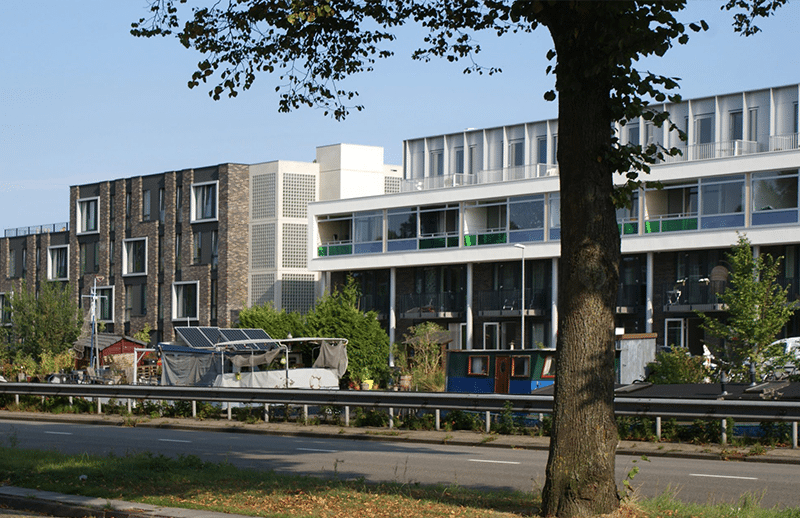 Picture from the side of Oosterhamrikkade